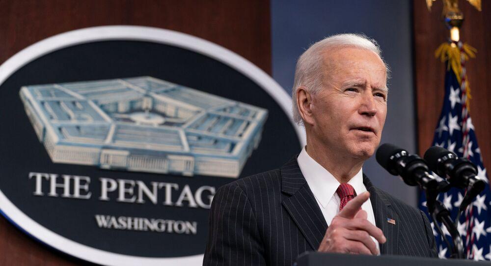 Presidente dos EUA, Joe Biden, durante sua primeira visita ao Pentágono, em Arlington, Virgínia, EUA, 10 de fevereiro de 2021
