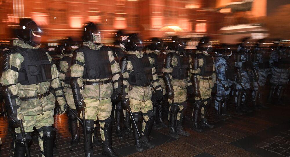 Policiais antes de ação não autorizada de apoiadores de Aleksei Navalny em Moscou, Rússia