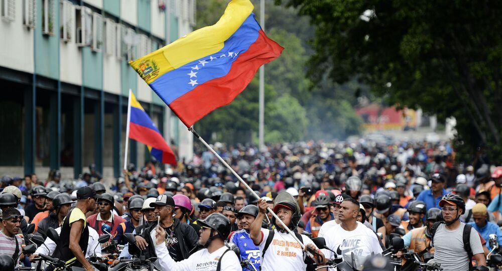 Manifestação a favor do governo em Caracas, na Venezuela