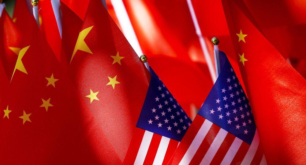 Bandeiras da China e dos EUA (imagem referencial)