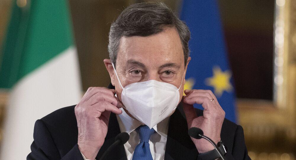 O ex-presidente do Banco Central Europeu, Mario Draghi, fala à mídia após aceitar um mandato para formar o novo governo da Itália, em 3 de fevereiro de 2021