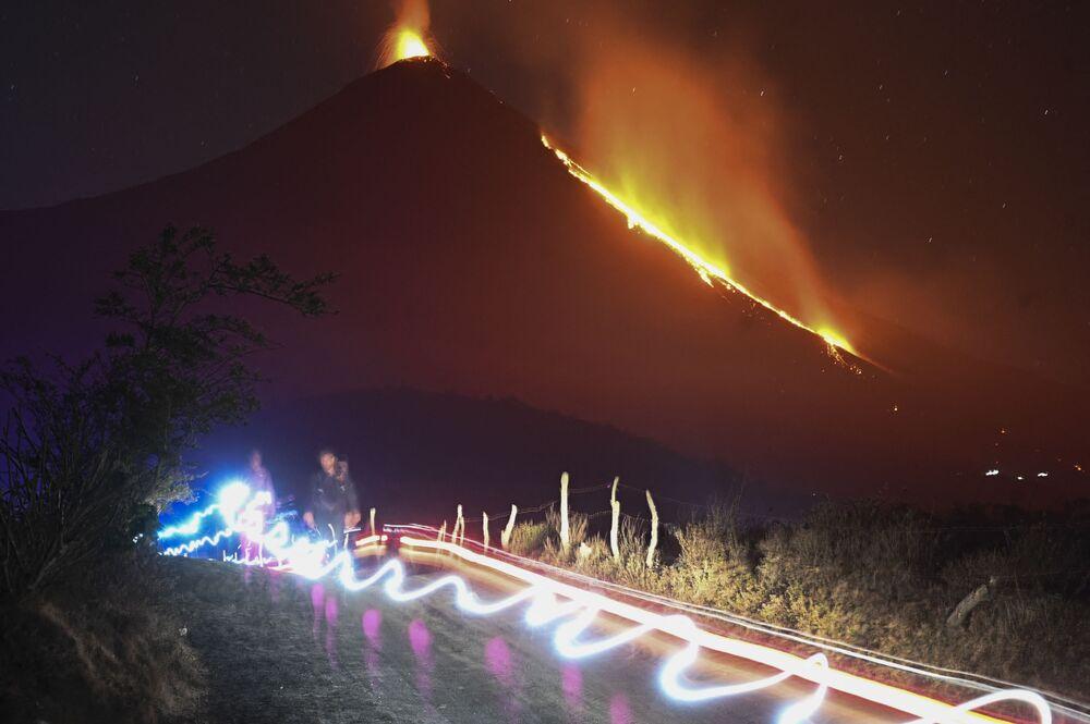 Erupção do vulcão Pacaya, 50 quilômetros ao sul de Cidade da Guatemala, Guatemala, 7 de fevereiro de 2021