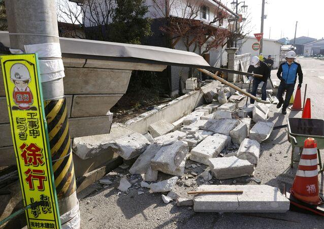 Uma parte de parede desmoronada pelo forte terremoto em Kunimi, na prefeitura de Fukushima, em 14 de fevereiro de 2021