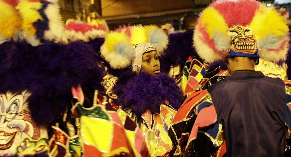 Bloco de carnaval se reúne no Rio de Janeiro, apesar das proibições impostas em função da COVID-19, 14 de fevereiro de 2021
