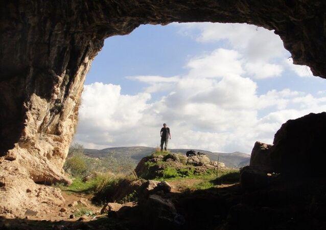A caverna Shuqba, na Palestina