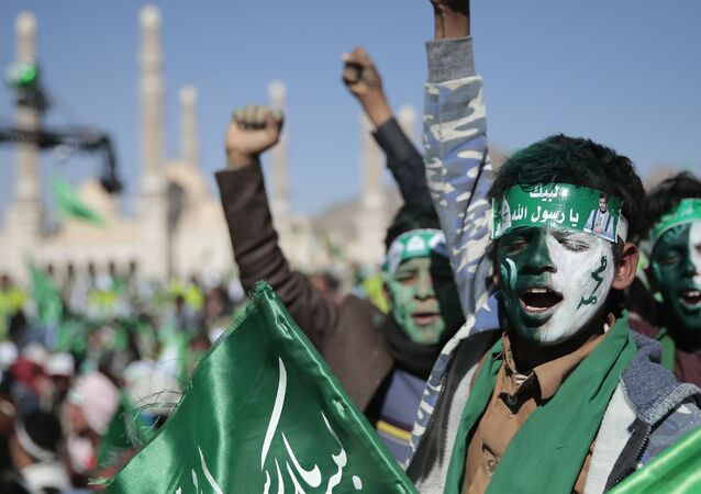 Apoiadores do movimento houthi durante celebração religiosa em Sanaa, Iêmen, 29 de outubro de 2020 (foto de arquivo)
