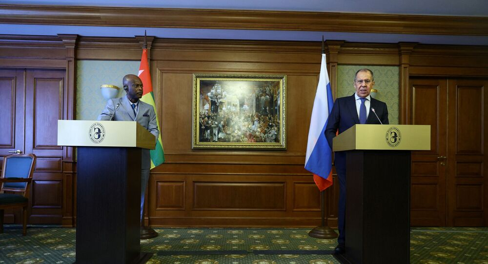 Ministro das Relações Exteriores da Rússia, Sergei Lavrov, e seu homólogo da República Togolesa, Robert Dussey, na coletiva de imprensa conjunta depois de sua reunião em São Petersburgo, Rússia, 16 de fevereiro de 2021