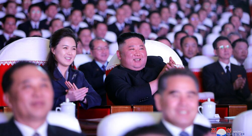 Líder norte-coreano, Kim Jong-un, e sua esposa, Ri Sol-ju, durante as celebrações do Dia da Estrela Brilhante, em Pyongyang, 17 de fevereiro de 2021