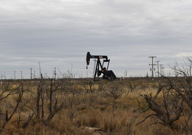 Bomba extrai petróleo perto de Odessa, Texas, EUA, em 10 de fevereiro de 2019