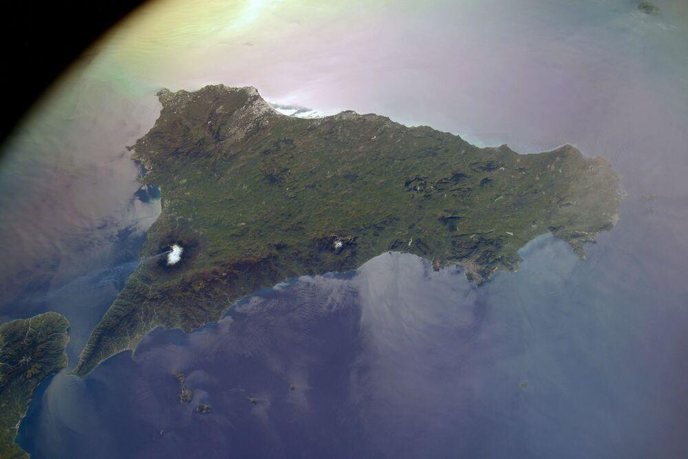 Vista a partir da Estação Espacial Internacional para o vulcão Etna, na Sicília, Itália, fotografada por cosmonauta russo