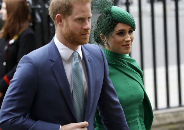 Príncipe Harry e sua esposa Meghan chegam a Londres