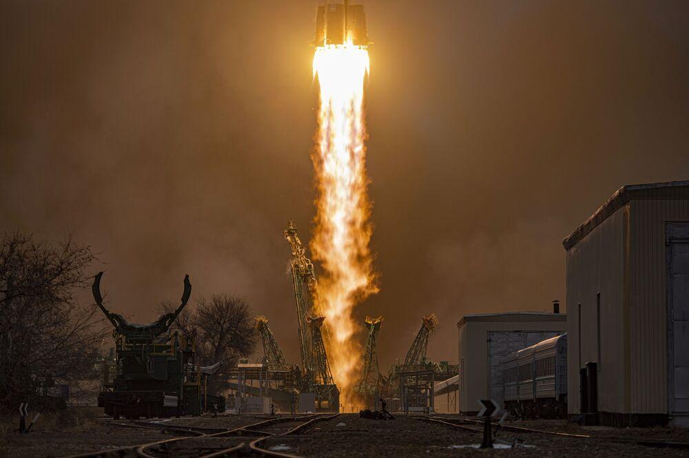 Lançamento do foguete russo Soyuz-2.1a com veículo de carga Progress MS-16 desde o cosmódromo de Baikonur