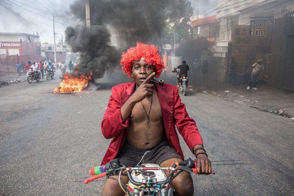 Manifestantes durante protestos contra o governo do presidente Jovenel Moise em Porto Príncipe, Haiti, 14 de fevereiro de 2021