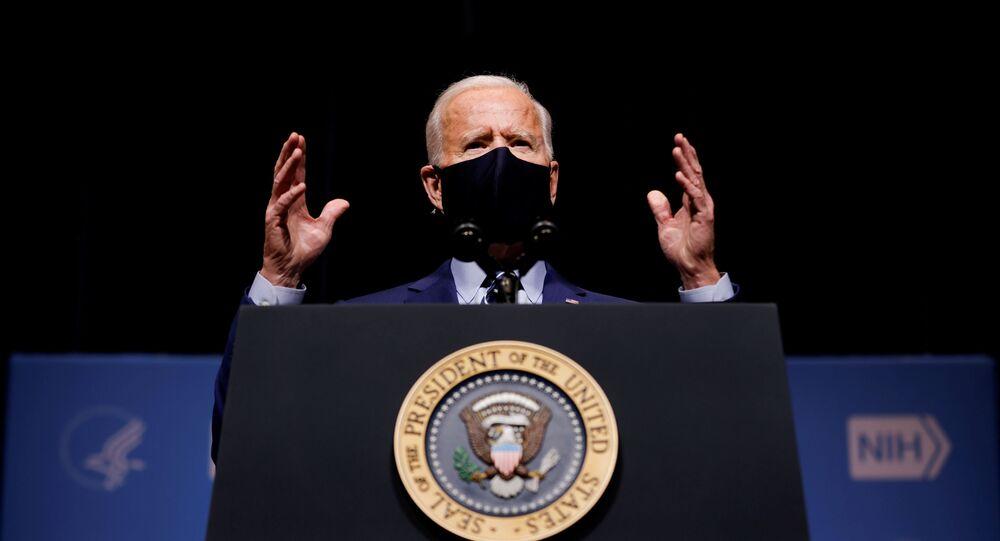 Joe Biden, presidente dos Estados Unidos, discursa para membros dos Institutos Nacionais da Saúde dos EUA em Bethesda, Maryland, em 11 de fevereiro de 2021