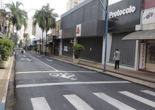 Centro de Araraquara, no interior de São Paulo, com comércio fechado por conta de lockdown anunciado pela prefeitura da cidade.