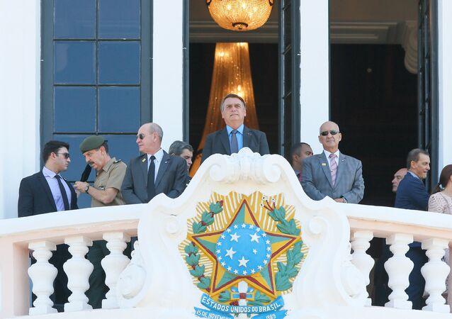 O presidente Jair Bolsonaro participa da entrada solene dos novos alunos pelo portão da Escola Preparatória de Cadetes (EsPCEx), em Campinas, interior de São Paulo.