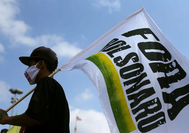 Manifestante durante ato contra o presidente Jair Bolsonaro, em São Paulo, 20 de fevereiro de 2021