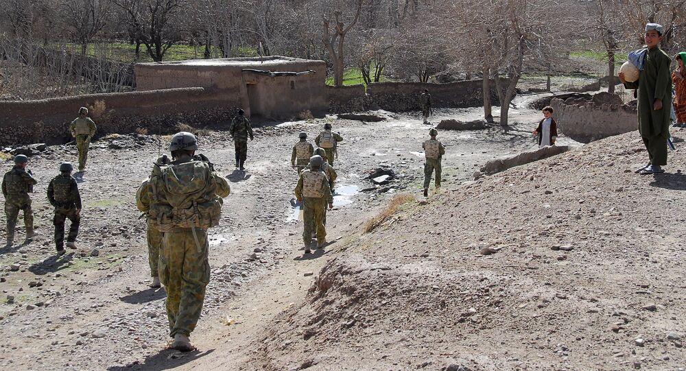 Soldados australianos e afegãos patrulham região do vale de Mirabad, no Afeganistão