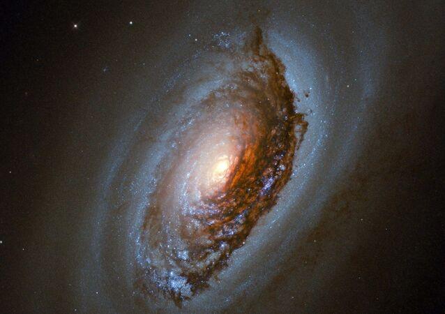 A galáxia espiral Olho do Mal em imagem capturada pelo Telescópio Espacial Hubble.