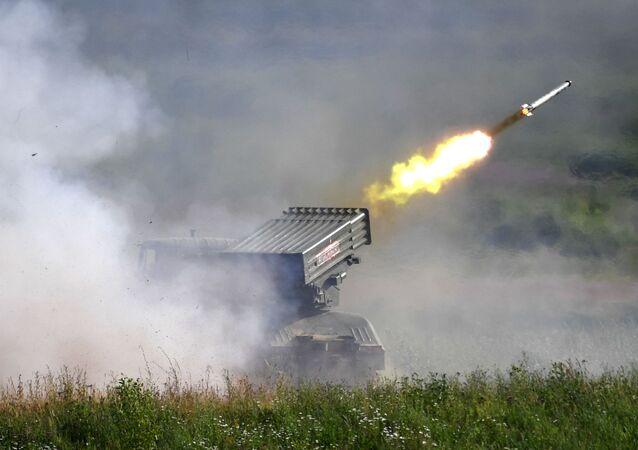 Lançador múltiplo de foguetes Tornado-G durante o fórum EXÉRCITO-2019