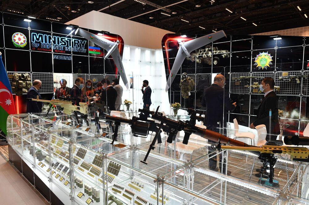 Estande do Ministério da Defesa do Azerbaijão na exposição da indústria de defesa IDEX 2021 em Abu Dhabi, EAU