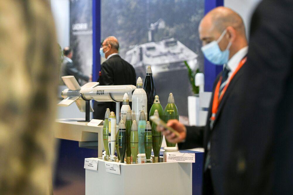 Exposições na IDEX 2021 em Abu Dhabi, EAU, 21 de fevereiro de 2021
