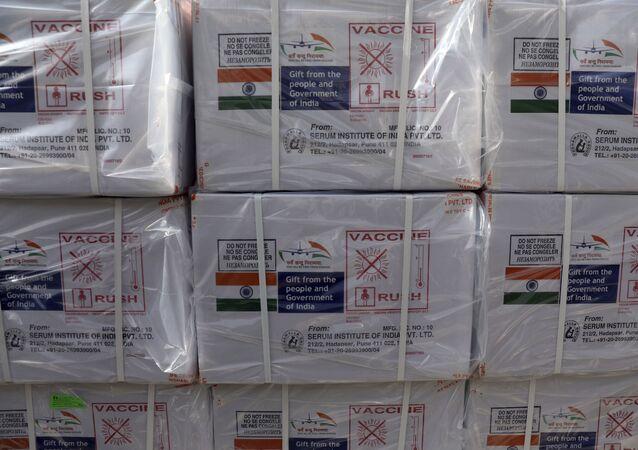 Remessa de vacinas contra a COVID-19 fabricadas pelo Instituto Serum, na Índia.