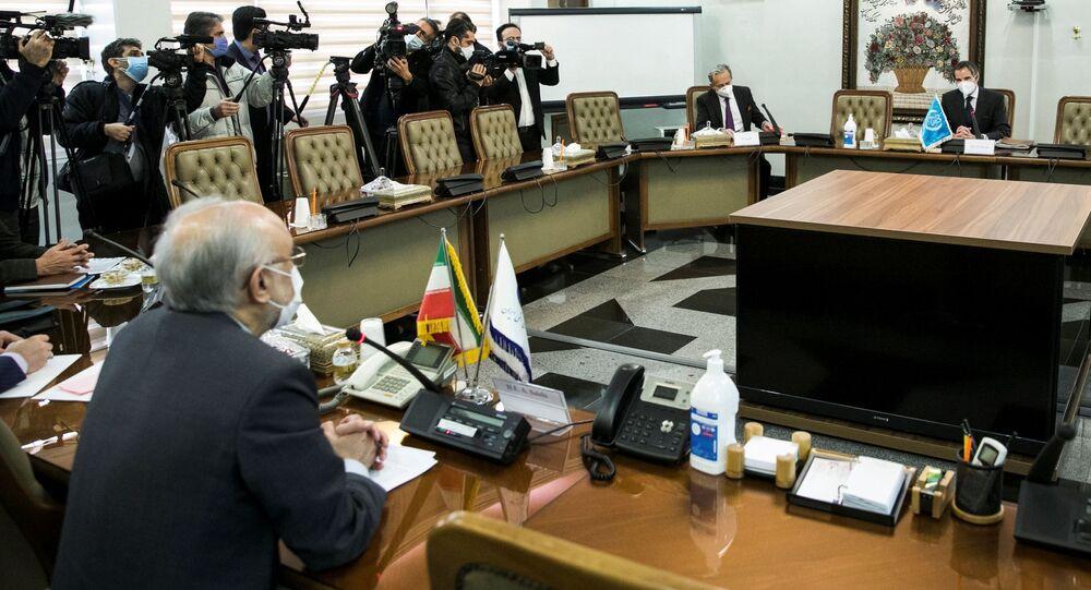 Rafael Grossi, diretor-geral da Agência Internacional de Energia Atômica (AIEA), durante encontro com Ali-Akbar Salehi, chefe da AIEA iraniana, em Teerã, Irã, 21 de fevereiro de 2021
