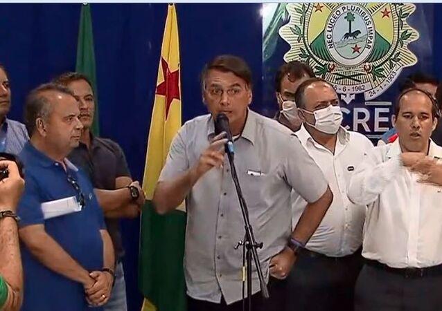 Em Rio Branco (AC), Jair Bolsonaro se irrita e encerra coletiva ao ser perguntado sobre investigação de Flávio Bolsonaro no caso das rachadinhas, no dia 24 de fevereiro de 2021