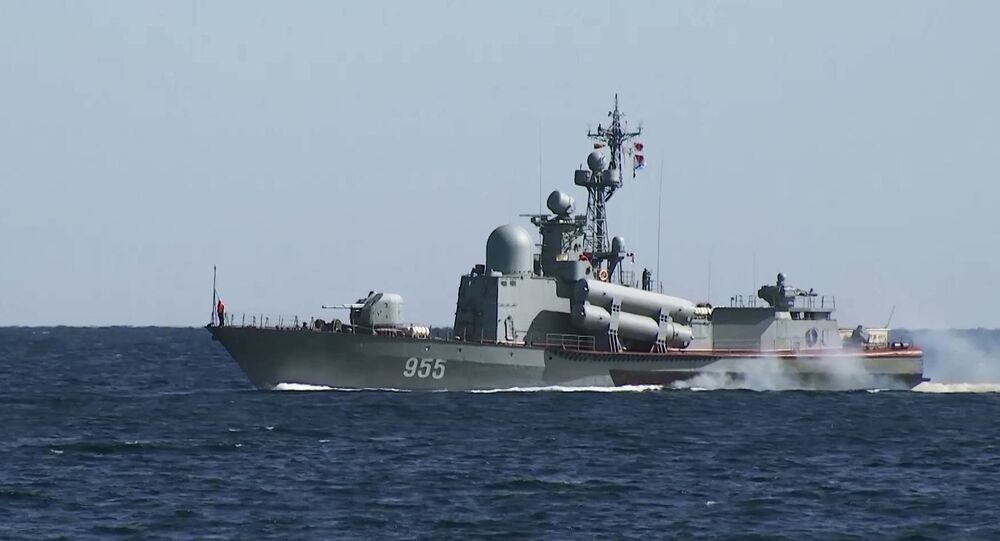 Lancha de mísseis grande R-60 em exercícios navais de comando
