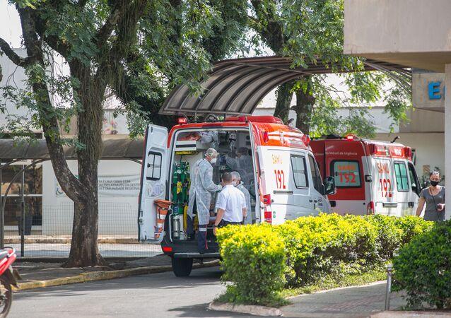 Movimentação no Hospital Regional do Oeste, na cidade de Chapecó, em Santa Catarina. Hospitais do estado estão lotados devido à pandemia do coronavírus