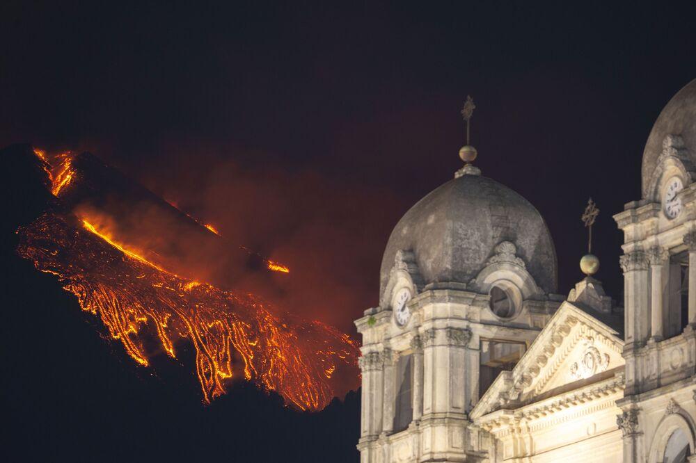 Etna entra em erupção, Sicília, Itália, 23 de fevereiro de 2021