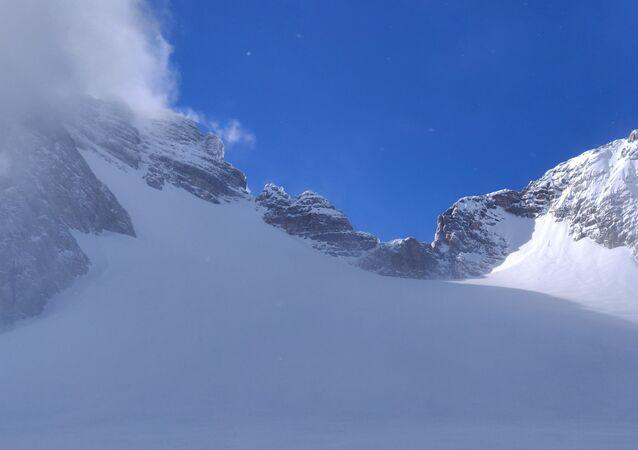 Neve na montanha (imagem referencial)