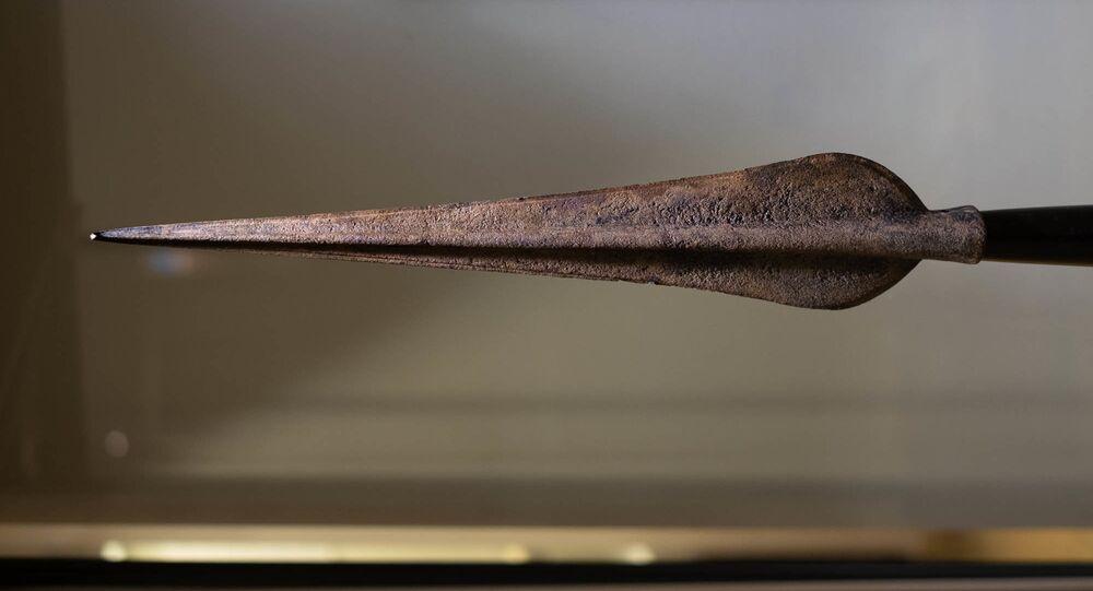 Lança da Idade do Bronze encontrada em ótimo estado de preservação em Jersey, no Reino Unido