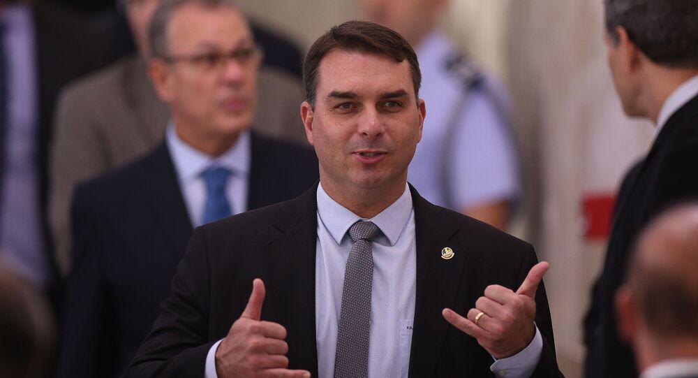 O senador Flávio Bolsonaro, filho do presidente Jair Bolsonaro, em foto de 17 de abril de 2020, em Brasília.