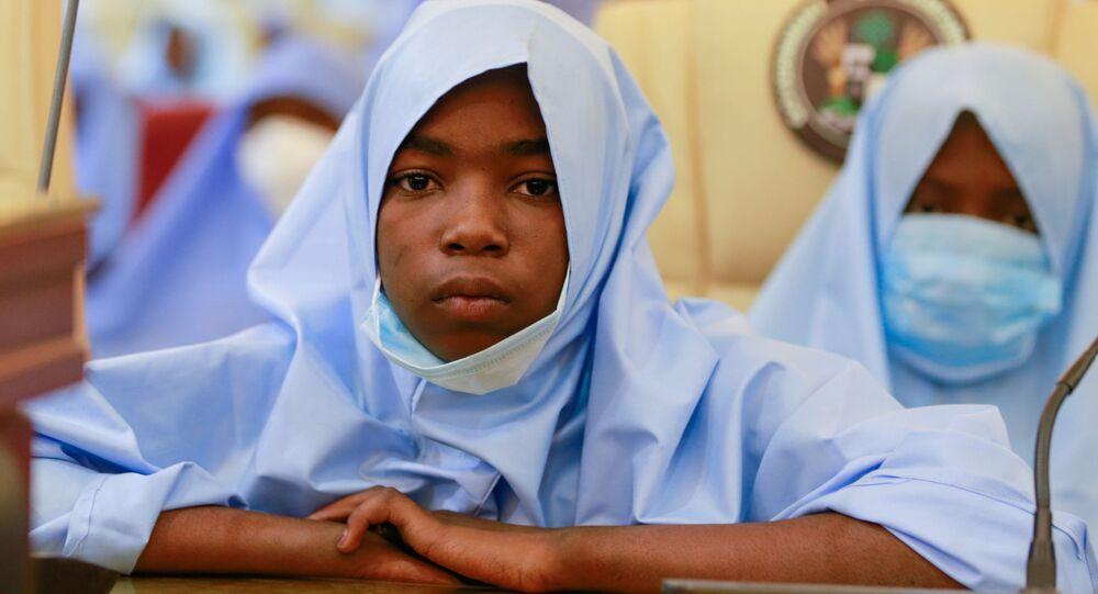 Estudantes são acolhidas em instalação do governo após serem sequestradas em Zamfara, na Nigéria, 2 de março de 2021