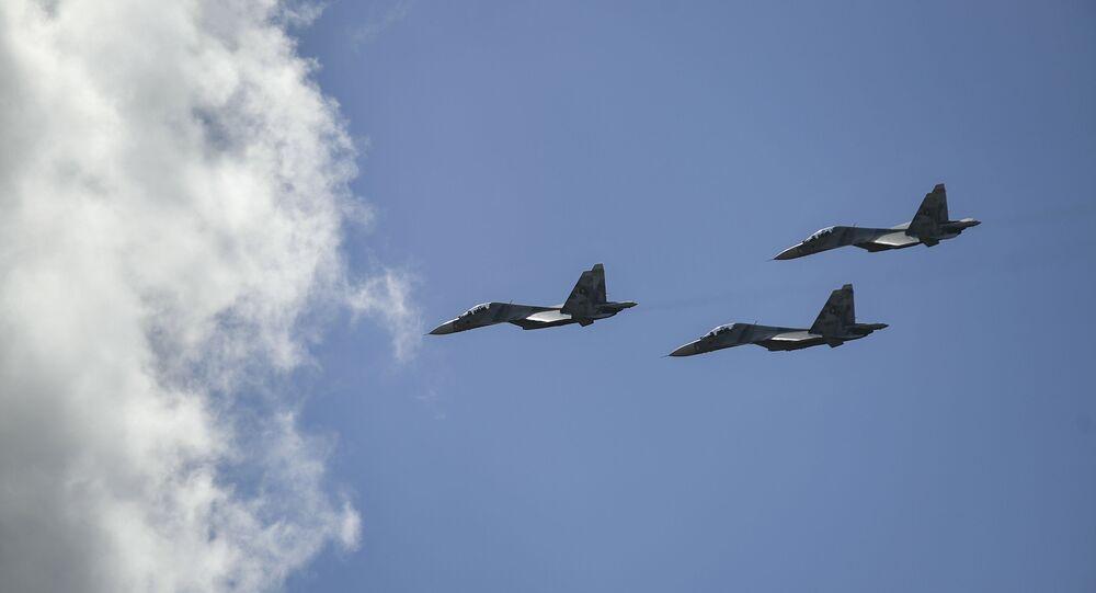 Aviões Sukhoi russos durante Dia da Independência em Caracas, Venezuela, 5 de julho de 2020