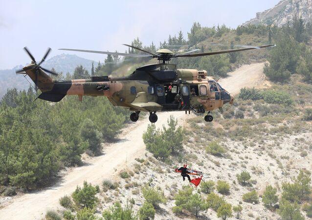 Helicóptero modelo AS532 Cougar do Exército da Turquia (foto de arquivo)