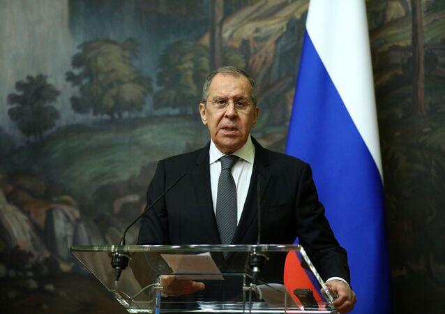 Em Moscou, o ministro das Relações Exteriores da Rússia, Sergei Lavrov, participa de uma coletiva de imprensa, em 5 de fevereiro de 2021