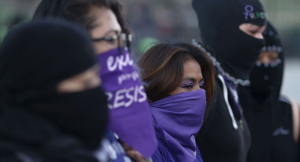 Mulheres protestam contra o abuso sexual na Cidade do México, México, 15 de fevereiro de 2021