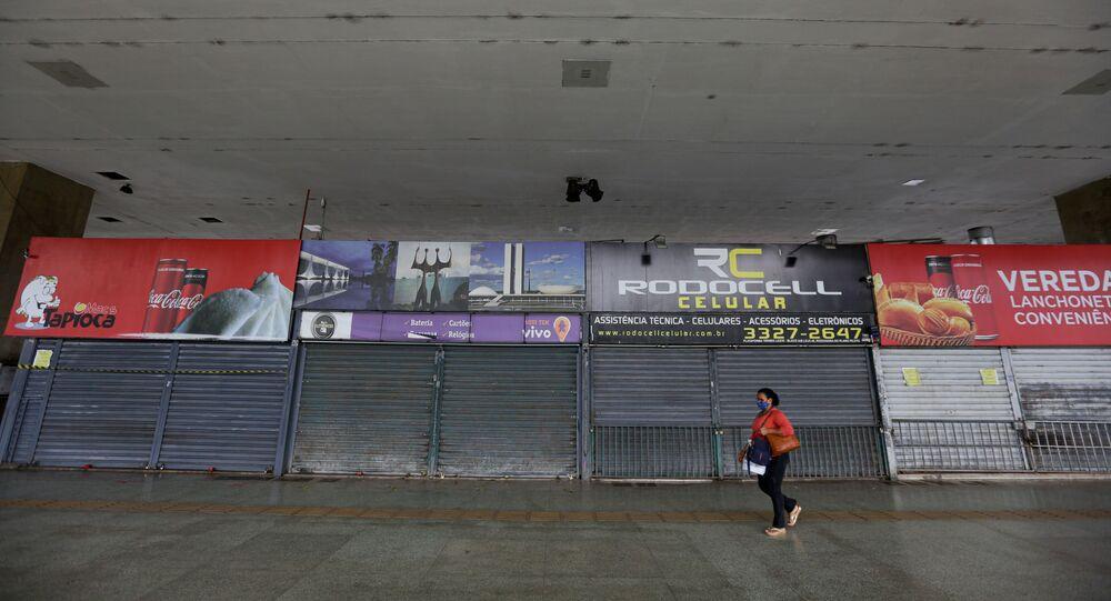 Lojas fechadas na rodoviária do Plano Piloto, em Brasília (DF), por conta do lockdown imposto pelo governador Ibaneis Rocha