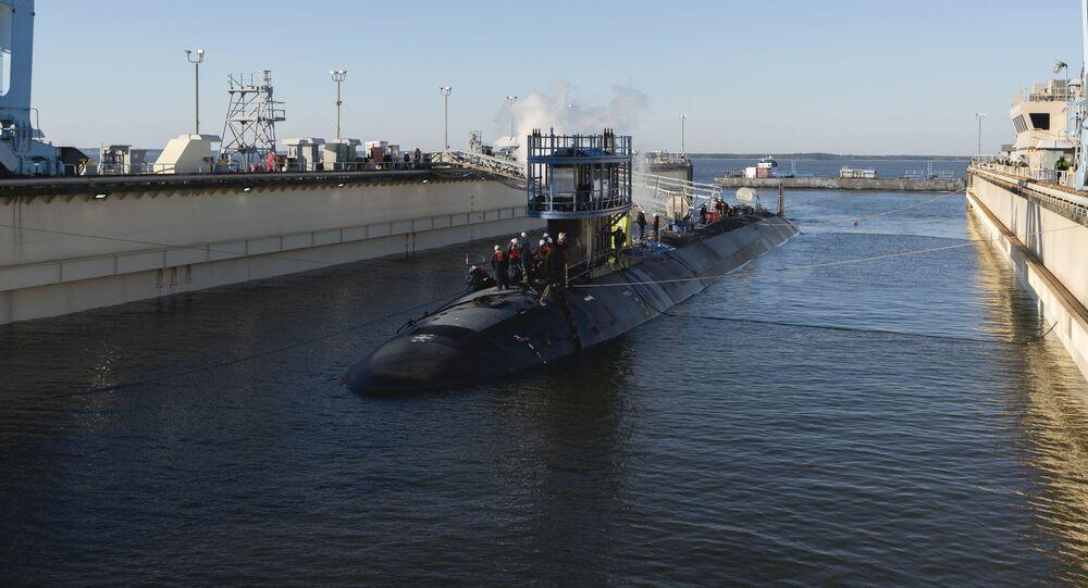 Submarino Montana (SSN 794) da classe Virginia lançado à água no rio James, EUA, em 4 de março de 2021
