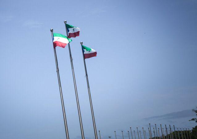 Bandeiras da Guiné Equatorial (imagem referencial).