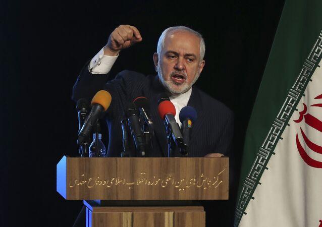 Mohammad Javad Zarif em conferência em Teerã 23 de fevereiro de 2021