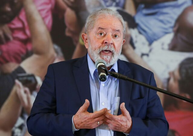 Ex-presidente Lula faz discurso na sede do Sindicato dos Metalúrgicos em São Bernardo do Campo (SP)