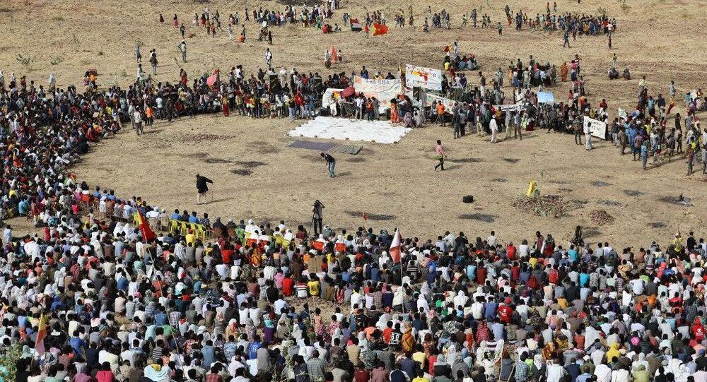 Refugiados etíopes se reúnem para comemorar o 46º aniversário da Frente de Libertação do Povo Tigré (FLPT) em Gedaref, no leste do Sudão, em 19 de fevereiro de 2021