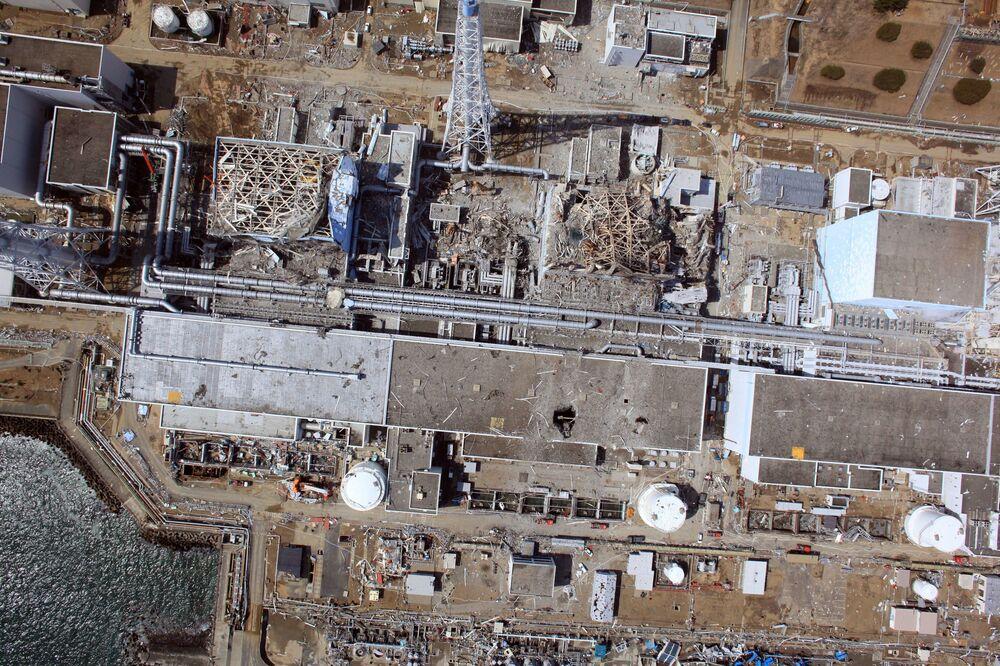 Vista aérea de drone para a usina nuclear danificada de Fukushima Daiichi, em Okuma, prefeitura de Fukushima, Japão, 24 de março de 2011, duas semanas após a tragédia
