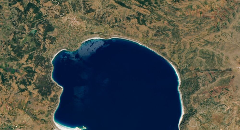 Imagem do Lago Salda, na Turquia, em 8 de junho de 2020, capturada pelo Observatório da Terra da NASA