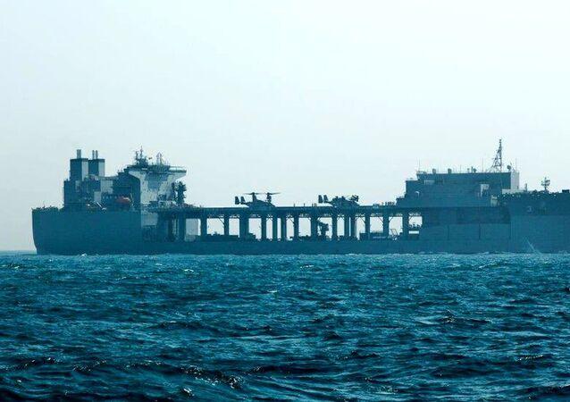 Base móvel expedicionária USS Lewis B. Puller (ESB-3, na sigla em inglês) operando no golfo Pérsico, 5 de março de 2021