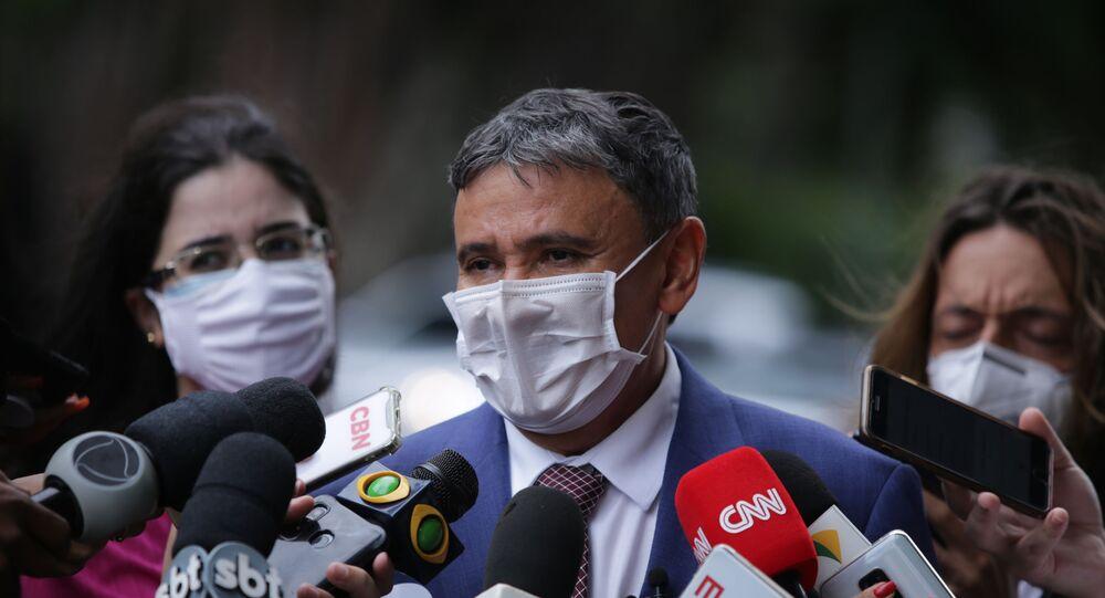 Em Brasília, o governador do Piauí Wellington Dias (PT), concede entrevista na chega à residência oficial da Câmara dos Deputados, em 2 de março de 2021